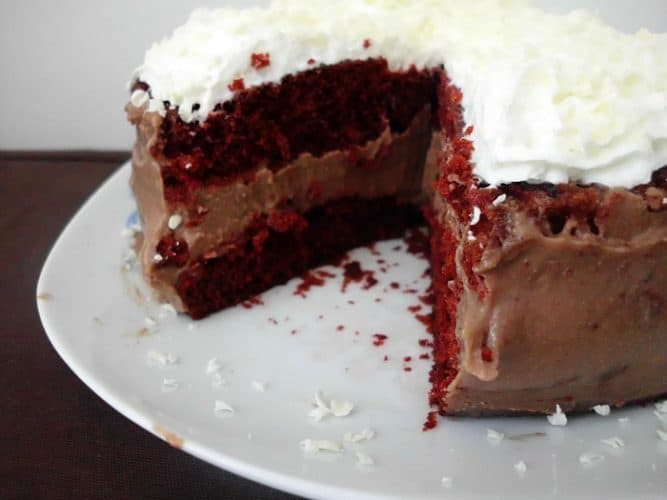 Cake Red Velvet White Chocolate : Chocolate Cheesecake Stuffed Red Velvet Cake with White ...