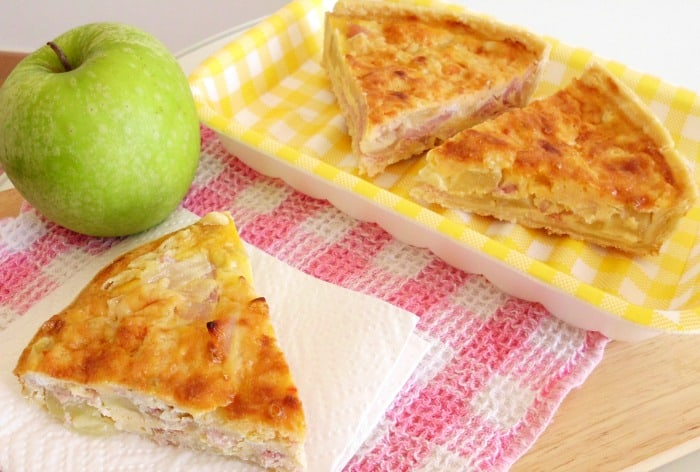 #Bacon, Apple and Cheddar Quiche #Recipe - whether it's for breakfast, brunch, lunch or dinner, this quick and easy quiche is sure to be a crowd pleaser! The flavours sound really weird, but they work so well together! | www.happyhealthymotivated.com