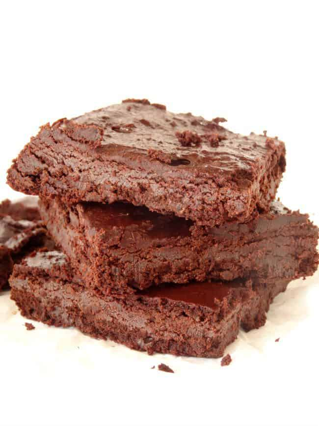 #Healthy Black Bean #Brownies #Recipe - #glutenfree brownies that are packed full of protein and actually taste like delicious, fudgy brownies - unlike so many healthy brownie recipes out there. Perfect for an afternoon or workout snack. | www.happyhealthymotivated.com