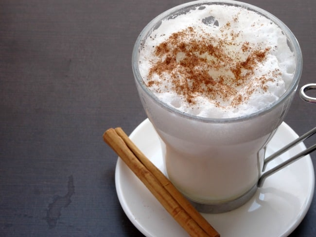 Pumpkin Spice White Hot Chocolate Recipe - a deliciously thick and creamy white hot chocolate flavoured with just the right amount of pumpkin spice. Perfect for sipping on cold fall or winter nights! | www.happyhealthymotivated.com