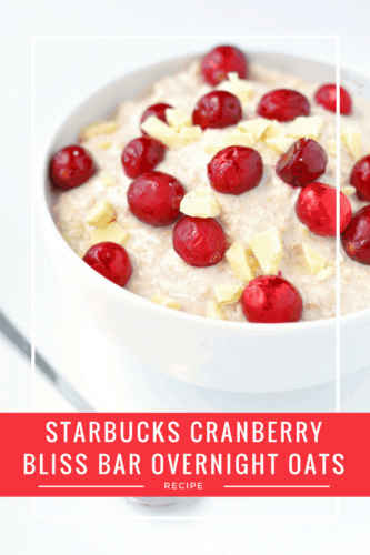 Starbucks Cranberry Bliss Bars Overnight Oats Recipe | Starbucks Cranberry Bliss Bars aren't just for dessert - you can eat them for breakfast, too! This healthy overnight oats recipe is the perfect Christmas breakfast and really easy to throw together.