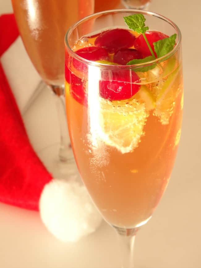 Sparkling Christmas Cosmo Cocktail Recipe - all the delicious flavour of a cosmopolitan with the added sparkle of cava, prosecco or sparkling wine! I'm definitely serving this drink for Christmas this year! | www.happyhealthymotivated.com