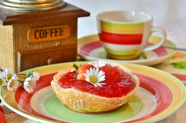 Low FODMAP sauces - strawberry jam on a bun with daisies
