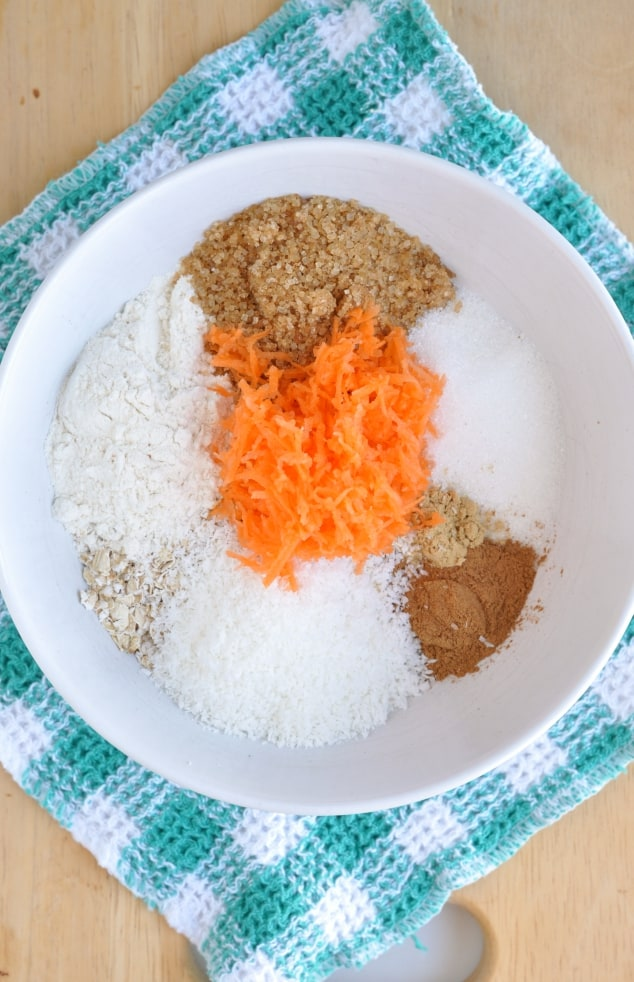 All the ingredients you need to make healthy carrot cake cookies
