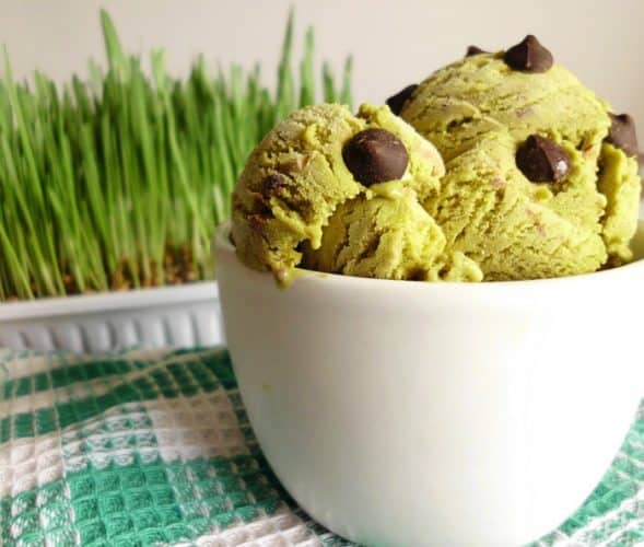 Mint Chocolate Chip Ice Cream Recipe - a smooth and creamy homemade mint ice cream peppered with sweet milk chocolate chips. Can be made in an ice cream maker or by hand! | www.happyhealthymotivated.com