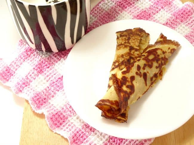3-Ingredient Low-Carb Pancakes #Recipe - a #healthy and #glutenfree breakfast recipe that's packed full of protein! These pancakes taste delicious - just like crepes. Bet you can't guess the secret ingredient that makes them so good! | www.happyhealthymotivated.com