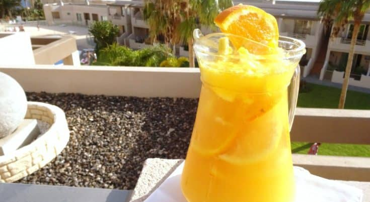 Sparkling Summer #Sangria #Recipe - a fruity sangria recipe made extra summery with citrus fruits and sparkling wine. Don't think you have to use champagne for this sangria - you can make it just as fabulous with cava, prosecco or sparkling wine! | www.happyhealthymotivated.com