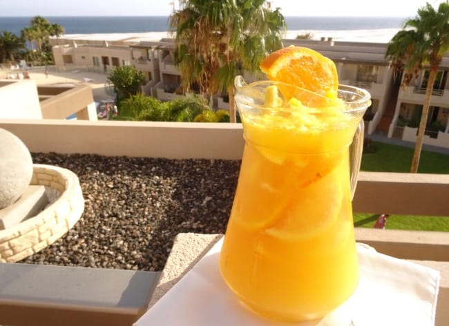 Sparkling Summer #Sangria #Recipe - a fruity sangria recipe made extra summery with citrus fruits and sparkling wine. Don't think you have to use champagne for this sangria - you can make it just as fabulous with cava, prosecco or sparkling wine!   www.happyhealthymotivated.com