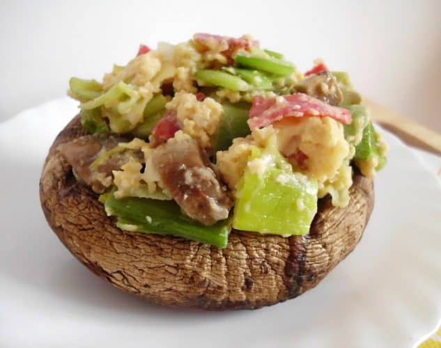 Portobello Mushrooms Stuffed with a Bacon & Leek Scramble | www.happyhealthymotivated.com