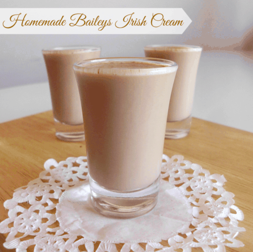 Homemade Bailey's Irish Cream Recipe - make your own delicious alcoholic Bailey's drink at home from scratch for a fraction of the price of the store-bought stuff! Great for St Patrick's Day | www.happyhealthymotivated.com