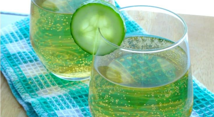 Sparkling Shamrock Cocktail Recipe - the perfect St Patrick's Day drink for those who can't stand green beer! | www.happyhealthymotivated.com