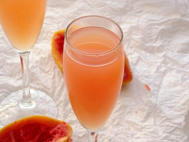 Sweet Grapefruit Kiss Cocktail Recipe - the most amazing alcoholic drink ever made from only 3 ingredients! | www.happyhealthymotivated.com