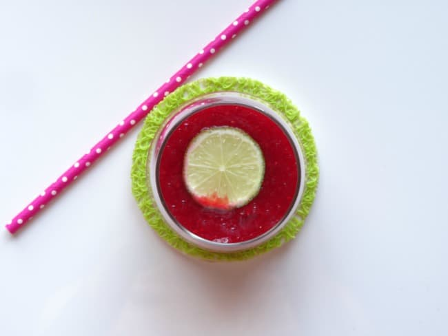 Raspberry Lime Margaritas recipe - a sweet and zingy cocktail which is easy to make and sooo addictive! Ideal for Cinco de Mayo! | www.happyhealthymotivated.com