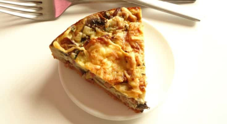 Bacon & Mushroom Quiche Recipe - a delicious and easy quiche perfect for breakfast, lunch or dinner. Bursting with juicy mushrooms, smoky bacon and gooey cheese. | www.happyhealthymotivated.com