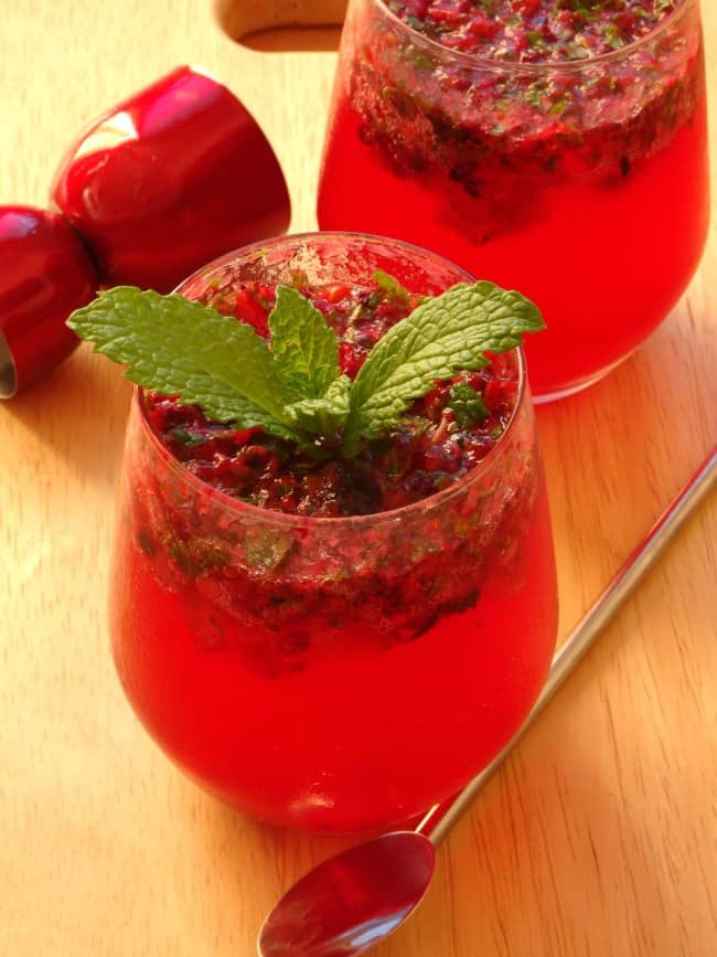 Very Berry Mojito Recipe - an amazing twist on the classic mojito cocktail. Bursting with sweet berries and so easy to make - this cocktail is the best! | www.happyhealthymotivated.com