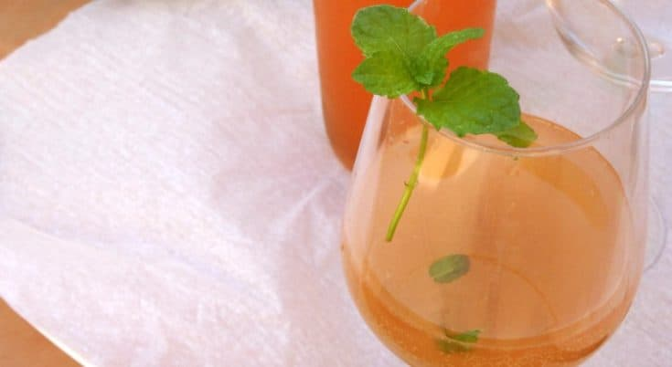 Sparkling Grapefruit Blush #Cocktail #Recipe - A delicious fizzy cocktail made from cava, #vodka, grapefruit juice and homemade mint simple syrup. Did you know you can make simple syrup in the microwave? This post shows you how! | www.happyhealthymotivated.com