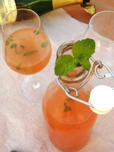Sparkling Grapefruit Blush #Cocktail #Recipe - A delicious fizzy cocktail made from cava, #vodka, grapefruit juice and homemade mint simple syrup. Did you know you can make simple syrup in the microwave? This post shows you how!   www.happyhealthymotivated.com