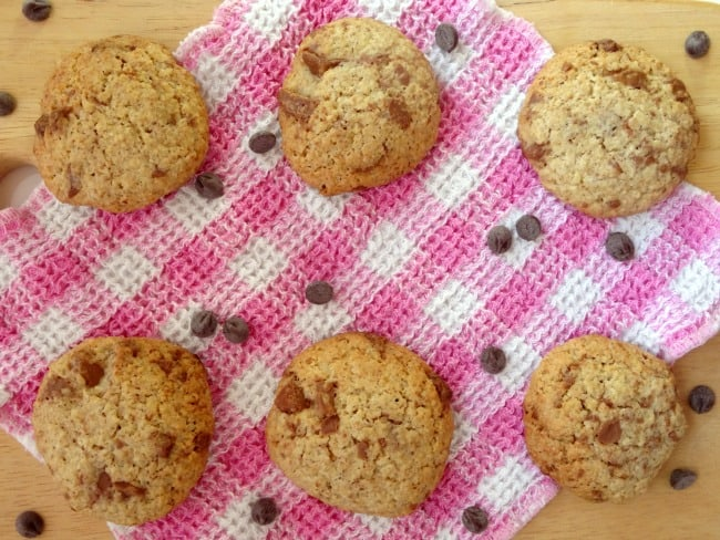 The Best Ever #Healthy #Chocolate Chip Cookies - a #recipe made entirely from scratch with whole wheat flour. They taste just like ordinary chocolate chip cookies, but with just a fraction of the fat and sugar! You'll never notice the difference, so give them a try! | www.happyhealthymotivated.com