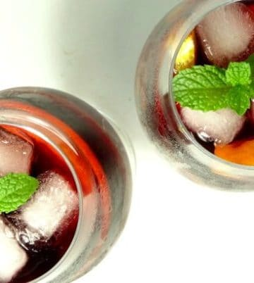 Easy #Sangria #Recipe - a deliciously fruity and easy red wine sangria recipe that's quick to make. Perfect for drinking all-year-round and suitable for every occasion. Better yet - it doesn't use any weird ingredients. You probably have everything you need to make it right now! | www.happyhealthymotivated.com