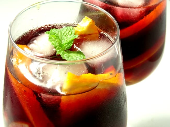 Easy #Sangria #Recipe - a deliciously fruity and easy red wine sangria recipe that's quick to make. Perfect for drinking all-year-round and suitable for every occasion. Better yet - it doesn't use any weird ingredients. You probably have everything you need to make it right now!   www.happyhealthymotivated.com
