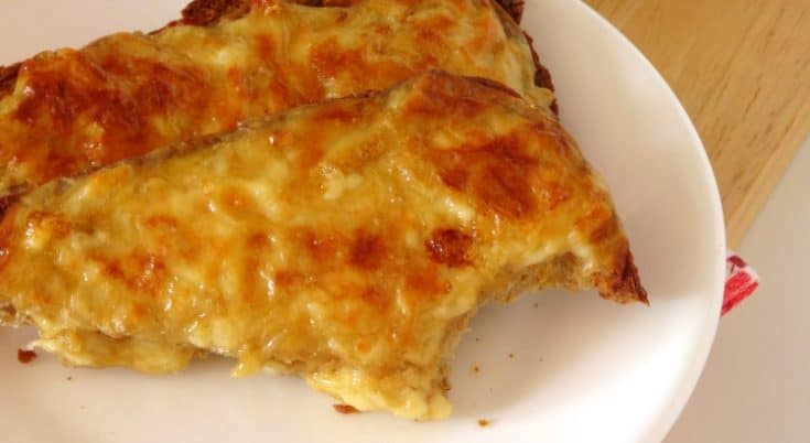 The Best Ever Cheese on Toast #Recipe - this fast and simple cheese on toast recipe is pure comfort #breakfast food! It's like Welsh Rarebit but it doesn't include beer and is a lot easier to make. Great for a laid-back weekend brunch or lunch! | www.happyhealthymotivated.com
