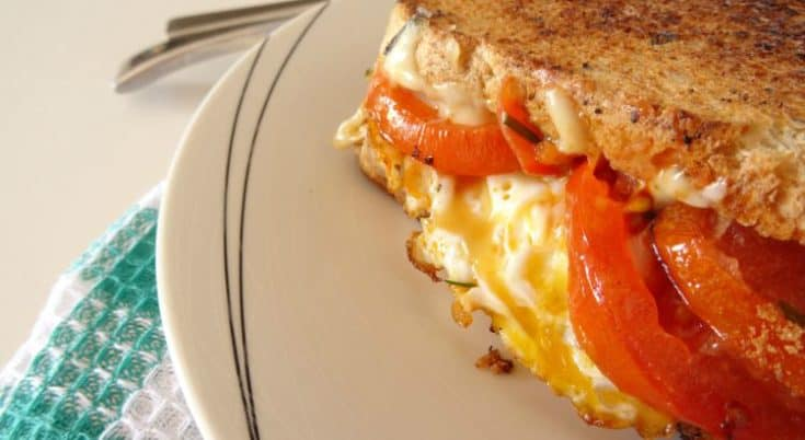 Veggie #Breakfast Grilled Cheese Recipe - The ULTIMATE gourmet grilled cheese you can make for breakfast, brunch, lunch or dinner. Loaded with juicy mushrooms, tomatoes, a crispy fried egg and loads of melted cheese. Delish! | www.happyhealthymotivated.com