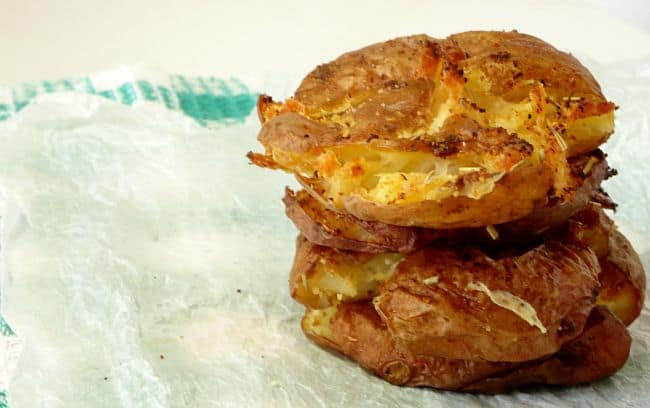 Crispy Smashed Potatoes #Recipe - light and fluffy on the inside, golden and crispy on the outside, this easy side dish recipe is the perfect accompaniment to any main dish! | www.happyhealthymotivated.com