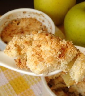 Easy Apple Crumble for Two Recipe - a delicious and comforting dessert of apple crisp, perfect for cuddling up with on a cool fall night. This recipe only makes two perfectly sized portions, so you'll never have wasted leftovers! | www.happyhealthymotivated.com