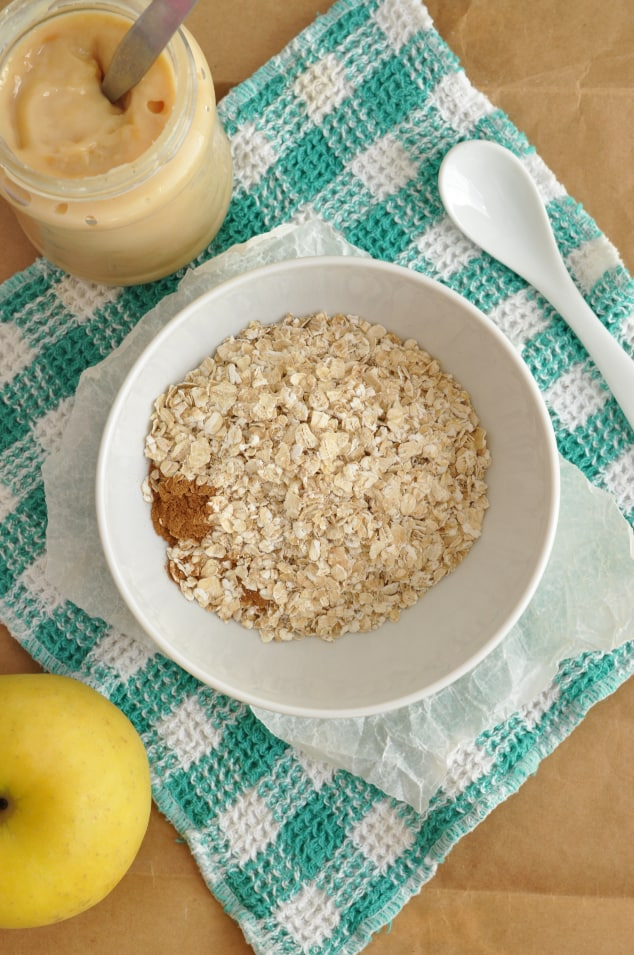 The dry ingredients for caramel apple pie overnight oats in a bowl