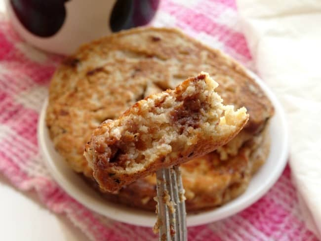 Healthy Chocolate Chip Oatmeal Pancakes Recipe - gluten-free, fat-free pancakes that not only taste amazing, but are really good for you. 2 small pancakes for breakfast is enough to keep me full until lunchtime! | www.happyhealthymotivated.com