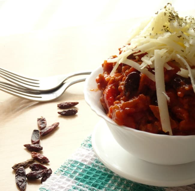 The Best Ever Chili Recipe - this really is the best chili I've ever had in my life! Plus it's naturally gluten-free and is ready in less than 30 minutes!