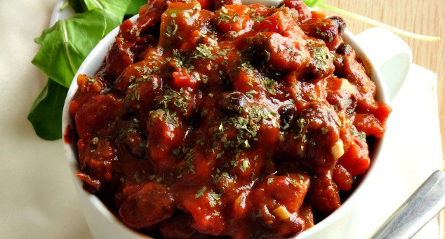 Easy 30-Minute Vegan Chili Recipe - naturally gluten-free, low fat, high fiber and high protein! Seriously - this is the BEST chili recipe. So good that you'll never ever miss the meat!