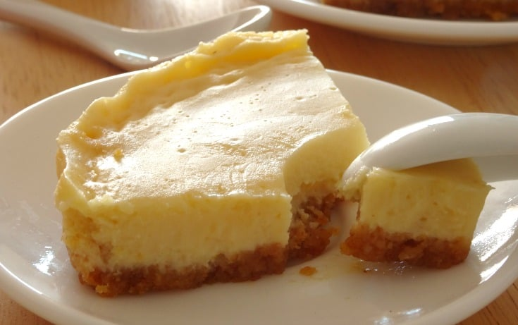 Healthy Creamy Lemon Pie Recipe - this healthy dessert pie has the most amazing creamy texture and is packed full of zingy citrus flavor, but it's got less than 200 calories for a great big slice! Cannot get enough of this dessert!