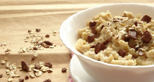 Healthy Chocolate Chip Cookie Dough Oatmeal - This is the stuff dreams are made of! It's healthy, it's filling and it tastes like dessert. I never thought I could eat cookie dough for breakfast and still be healthy, but with this recipe, you really can!