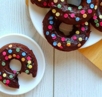 Healthy Triple Chocolate Donuts Recipe - these healthy donuts are baked instead of fried, so they've only got 160 calories each! They're so rich, chocolatey and fudge-like you would NEVER believe they're healthy!