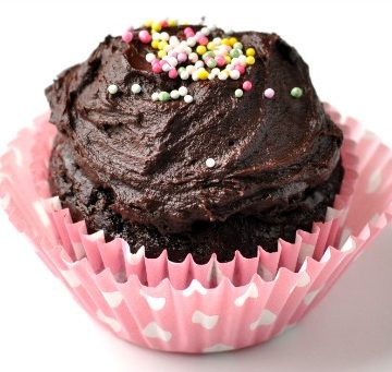 Healthy Chocolate Cupcake for One Recipe | this healthy one-bowl single-serving chocolate cake is going to become your new favorite dessert recipe of all time! It's so rich and chocolatey, you'd never know it's a healthy dessert recipe.
