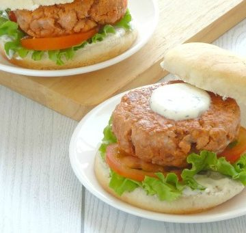 Healthy Salmon Burger Recipe   This clean eating healthy salmon burger is delicious! It's just as yummy and juicy as an ordinary burger, but so much lighter and better for you. It doesn't leave you feeling heavy or bloated and always goes down well at BBQs and picnics!