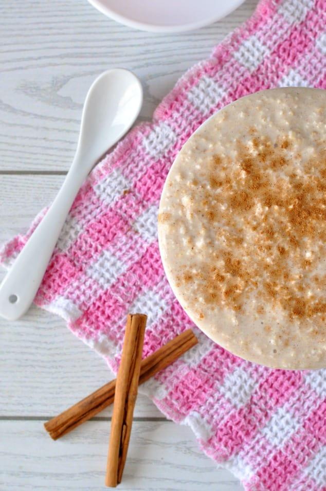 Closeup of cinnamon cookie overnight oats with cinnamon sticks