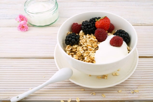 A bowl of low FODMAP cereals with yoghurt and berries