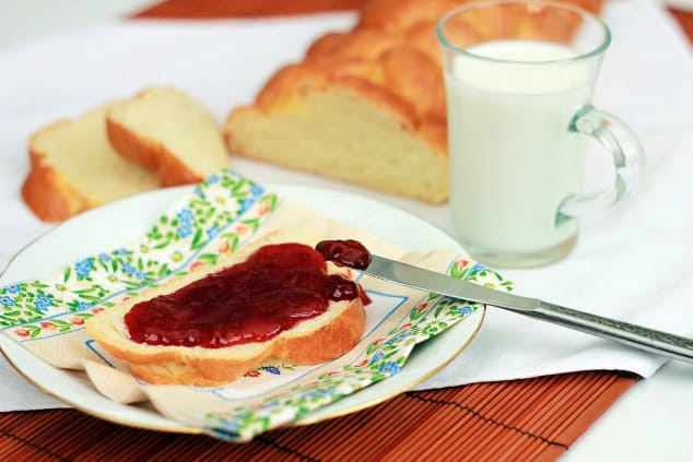 Low FODMAP sauces - strawberry jam on a piece of brioche