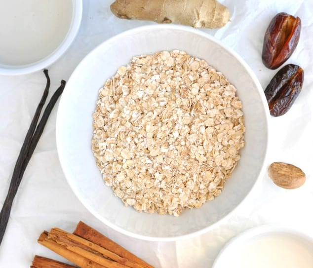 Ingredients you need to make Healthy Gingerbread Overnight Oats